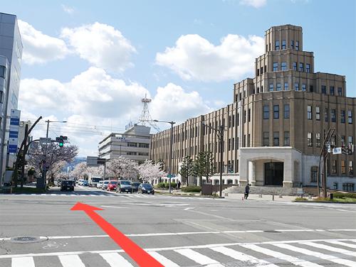 福井市中心部を東西に走る、さくら通りをご利用ください。