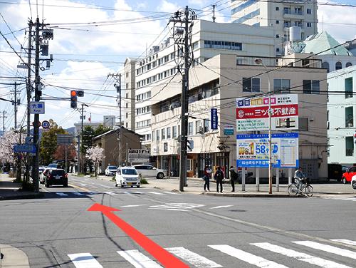 「 光陽」の交差点を通り過ぎると、右側に福井工業大学が見えます。