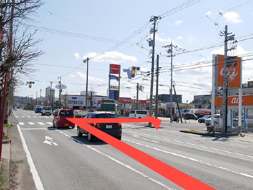 「明里橋通りの「文京」交差点を右に曲がります。
